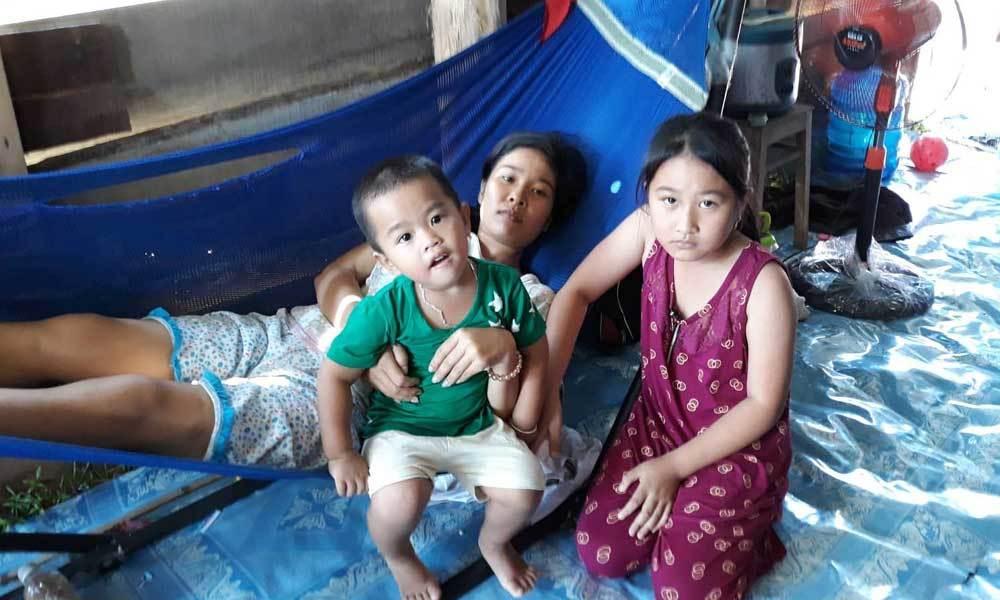 Mẹ nghèo mong kéo dài sự sống để được ở bên 2 con thơ