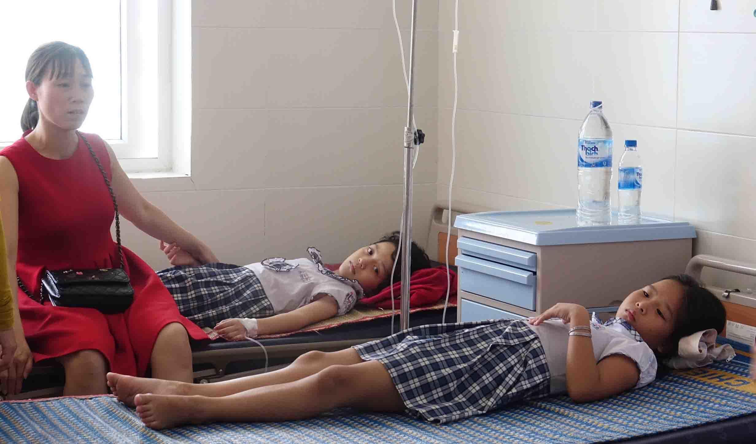 Hơn 40 học sinh ngộ độc nghi do uống trà sữa liên hoan cuối năm