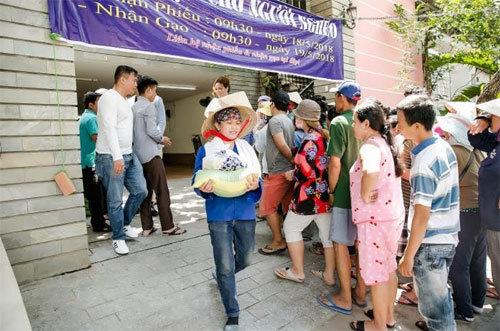CEO công ty Long Hoàng trao 500 phần quà cho người nghèo