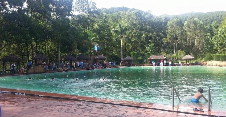 Nam sinh tử vong trong bể bơi có đông người đang tắm