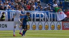 Ibrahimovic bị đuổi khỏi sân vì tát đối thủ
