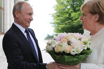 """Những lần """"mắc lỗi"""" với phụ nữ của ông Putin"""