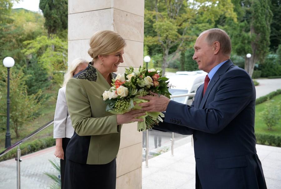 Putin,tặng hoa,phụ nữ