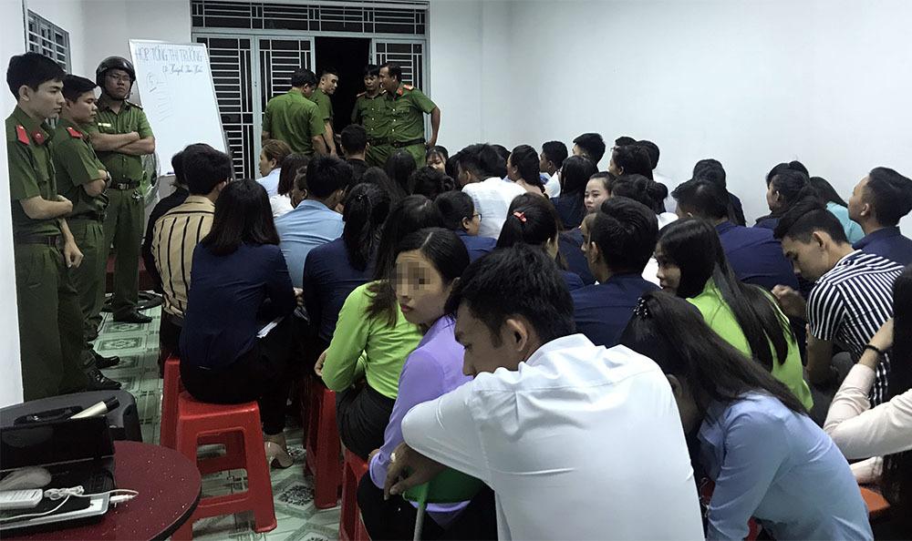 Hàng trăm cảnh sát bao vây cửa hàng đa cấp chuyên dụ dỗ học sinh, sinh viên ở Cần Thơ