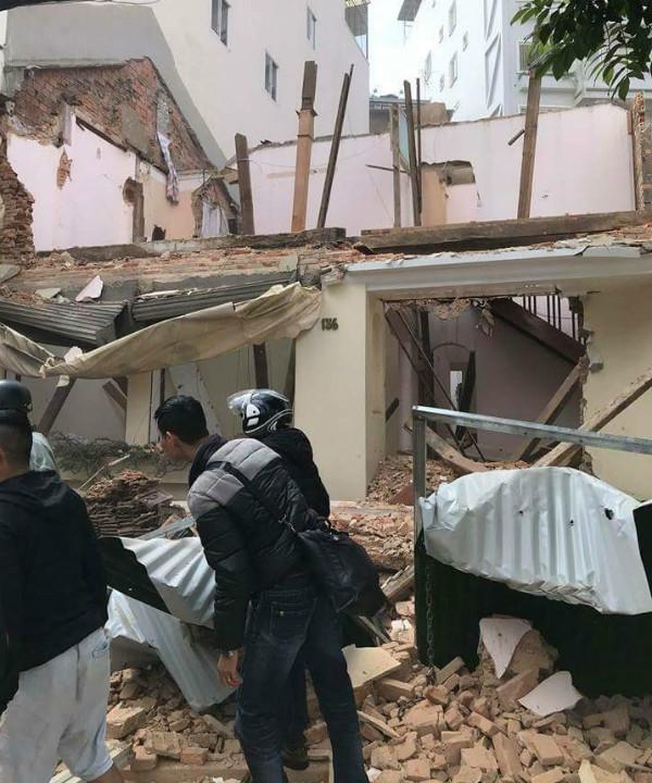 Sập nhà khi đang tháo dỡ, 3 người bị vùi lấp