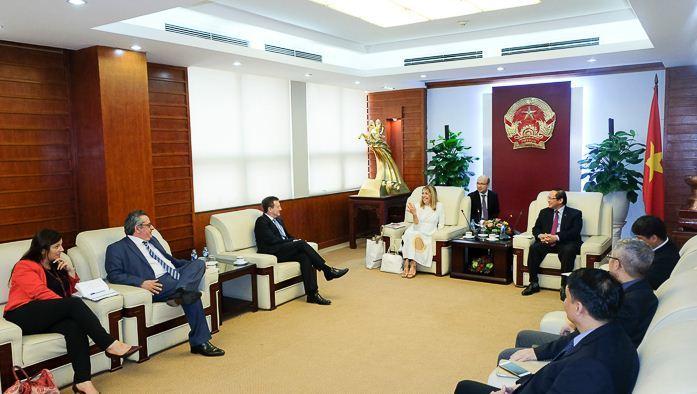 Bộ trưởng Trương Minh Tuấn,Truyền hình trả tiền,France 24,Pháp,Thông tin Truyền thông