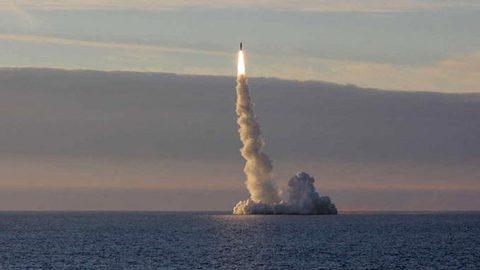 tàu ngầm hạt nhân Nga Yuri Dolgoruky phóng tên lửa đạn đạo