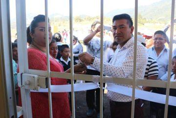 Không giữ lời hứa, thị trưởng bị dân giam lỏng