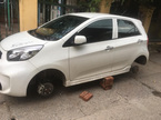 Kia Morning bị trộm tháo cả 4 bánh: Vặt đồ ô tô 'bá đạo' nhất Hà Thành