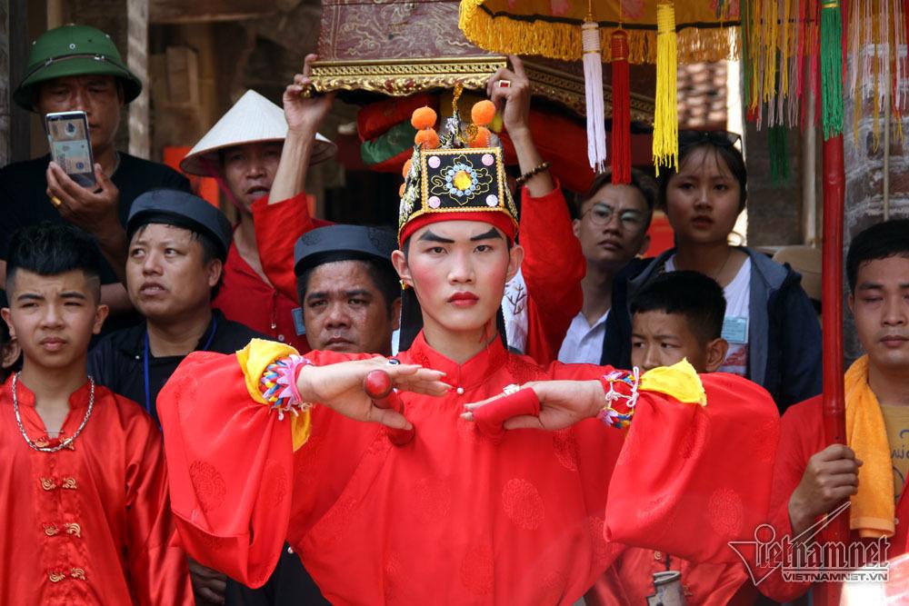 Màn 'kéo quân đánh trận', cướp chiếu cầu may nghẹt thở của dân làng Hà Nội