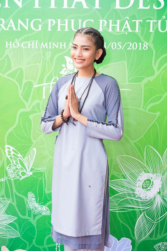 Á hậu Trương Thị May mặc trang phục Phật tử, giản dị đi sự kiện