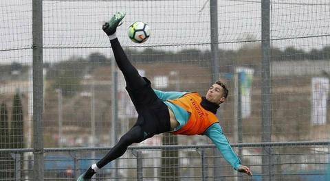 Ronaldo tập luyện