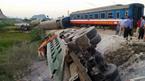Tàu hỏa đâm ô tô: Lái tàu và phụ lái chết kẹt trong cabin