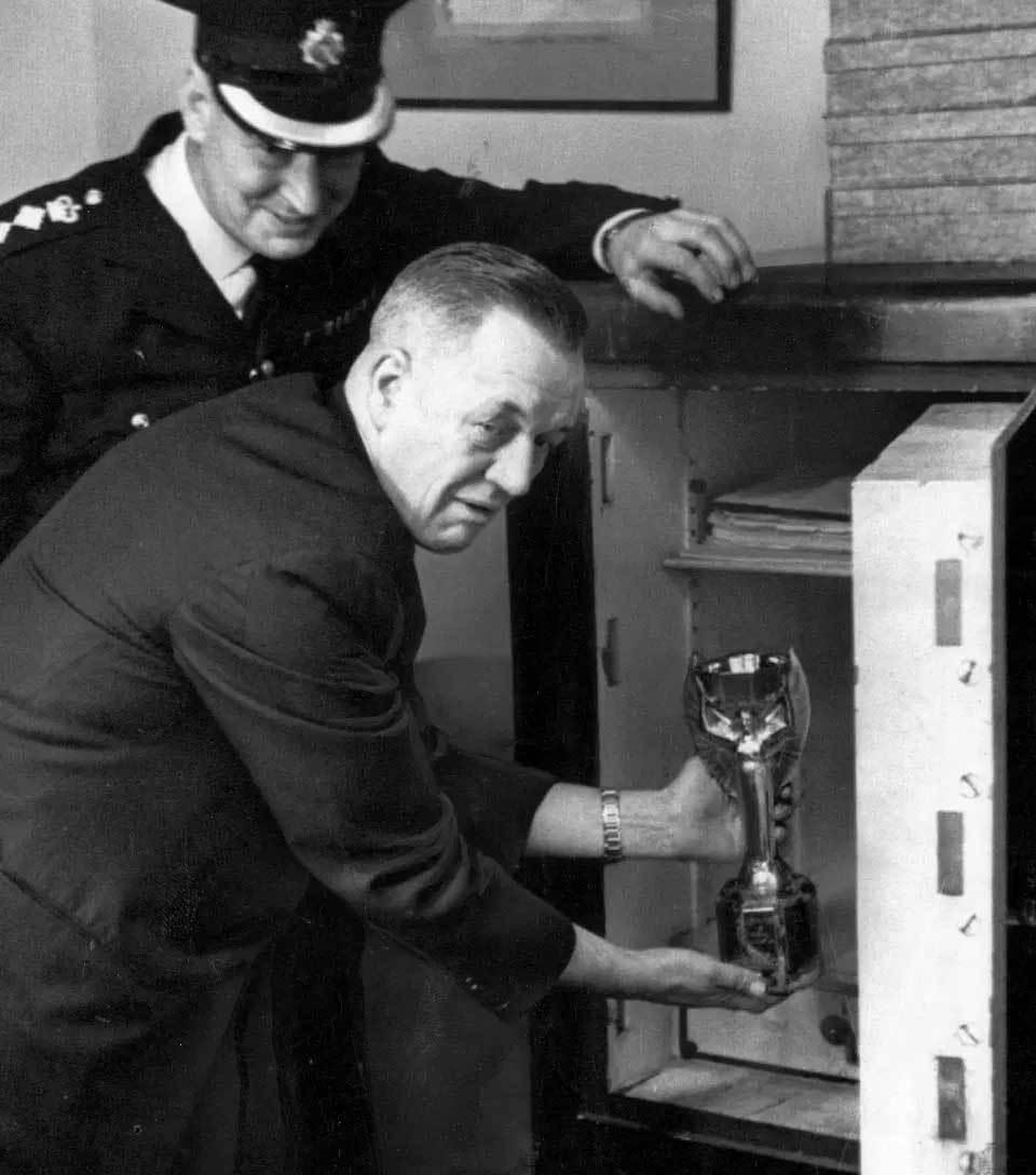 Tìm ra tên trộm bí ẩn đánh cắp cúp vàng World Cup