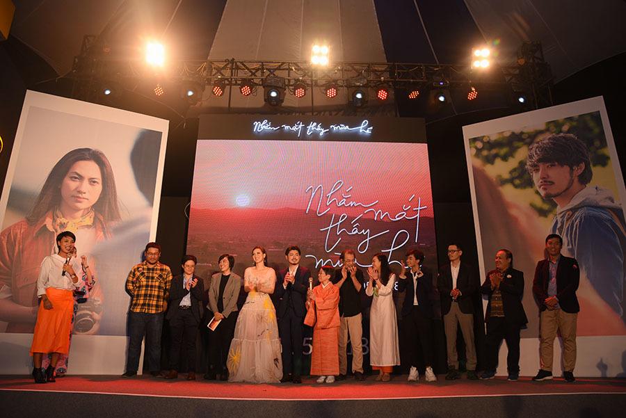 Khả Ngân, Jun Vũ xinh đẹp trong tiệc ra mắt phim 'Nhắm mắt thấy mùa hè'