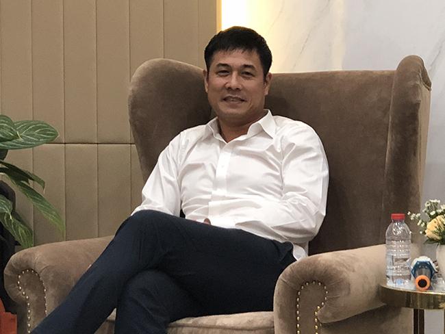 Chủ tịch CLB TPHCM Hữu Thắng: 'Tôi phải học Công Vinh'