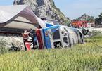 Tàu hỏa 'nghiến' ô tô, thảm kịch từ đường sắt
