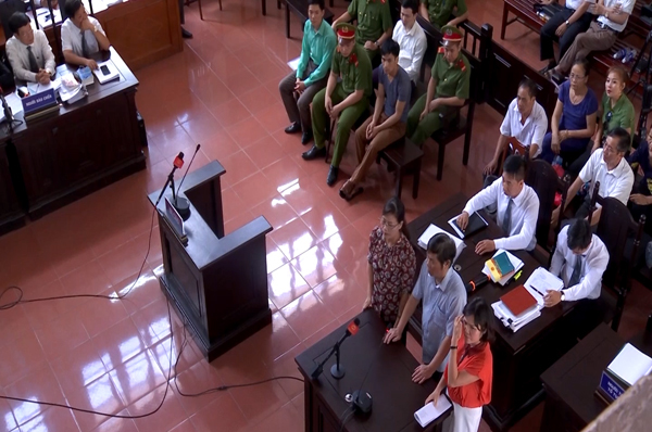 Xét xử BS Lương: Xuất hiện chứng cứ mới, triệu tập 3 nhân chứng