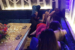 Nữ tiếp viên nhà hàng Sài Gòn múa thoát y, bán dâm phục vụ khách