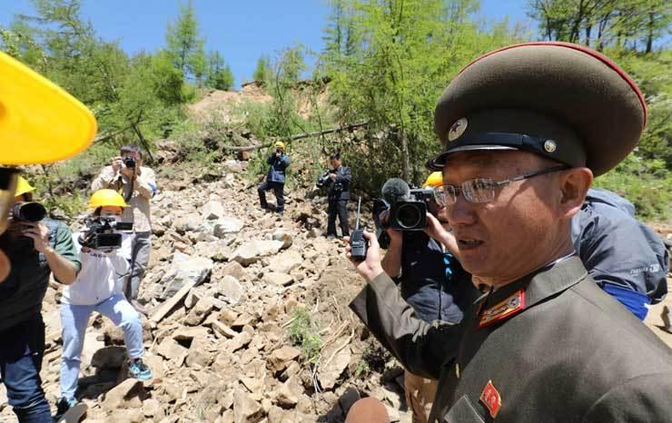 Video Triều Tiên đánh sập bãi thử hạt nhân dưới lòng đất