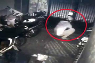 Căn nhà bị trộm 4 xe máy lúc sáng sớm ở Sài Gòn