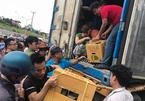 Hà Nội: Xếp hàng giữa trưa nắng, tranh mua 17 tấn sầu riêng ế