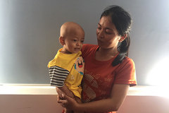 Bé 6 tháng tuổi bị ung thư thận, cha mẹ kiệt quệ