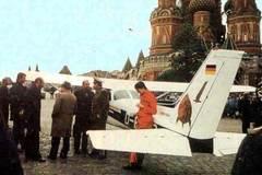Ngày này năm xưa: Cú hạ cánh khó tin xuống Quảng trường Đỏ