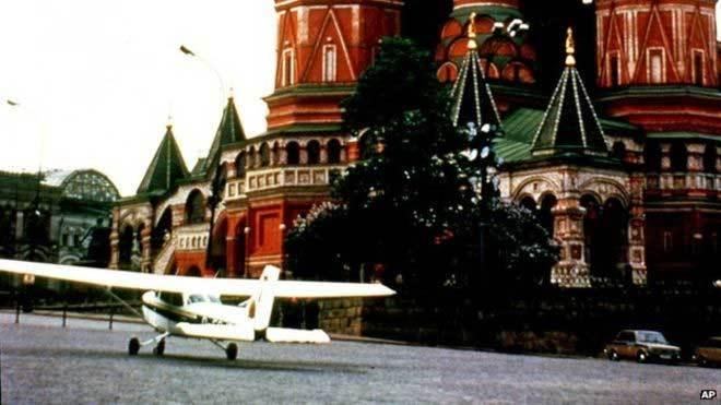 Quảng trường Đỏ,Mathias Rust,hạ cánh,choáng váng,màn hạ cánh sốc,hệ thống phòng không