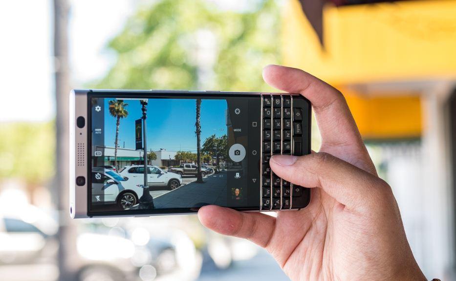 [VietnamNet.vn] Lộ mẫu smartphone mới BlackBerry KEY2 với camera kép