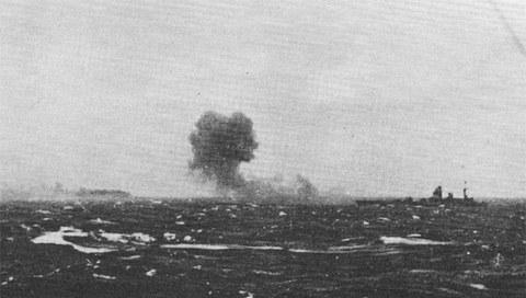 Trận chiến đánh chìm chiến hạm khủng nhất của Đức