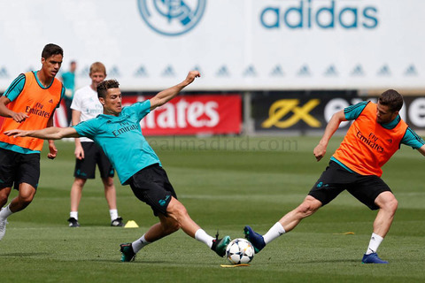 Real Madrid tập luyện