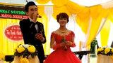 """Chú rể hát tặng vợ bài """"Cô gái M53"""" trong ngày cưới"""