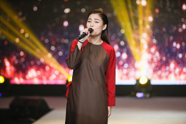Ngọc Sơn hát liên tục trong đêm Thời trang Phật tử