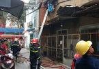 Giải cứu 2 mẹ con trong đám cháy chung cư ở Sài Gòn