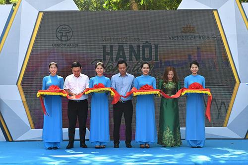 Không gian Vietnam Airlines: Sôi động biểu diễn và ưu đãi du lịch