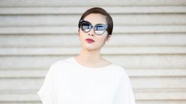Tăng Thanh Hà một mình đi xem show Đỗ Mạnh Cường