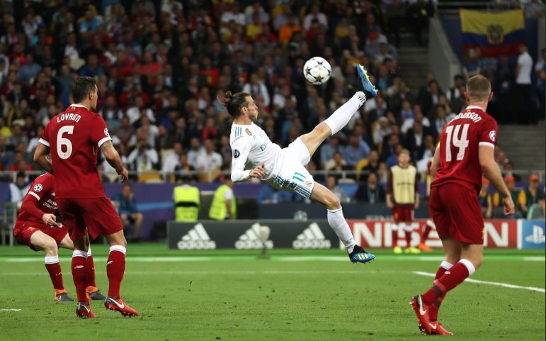 Quay chậm Gareth Bale vẽ siêu phẩm vào lưới Liverpool