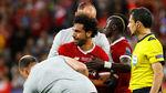 """Điên rồ Kiev: Salah khóc rời sân và """"tội đồ"""" Karius"""