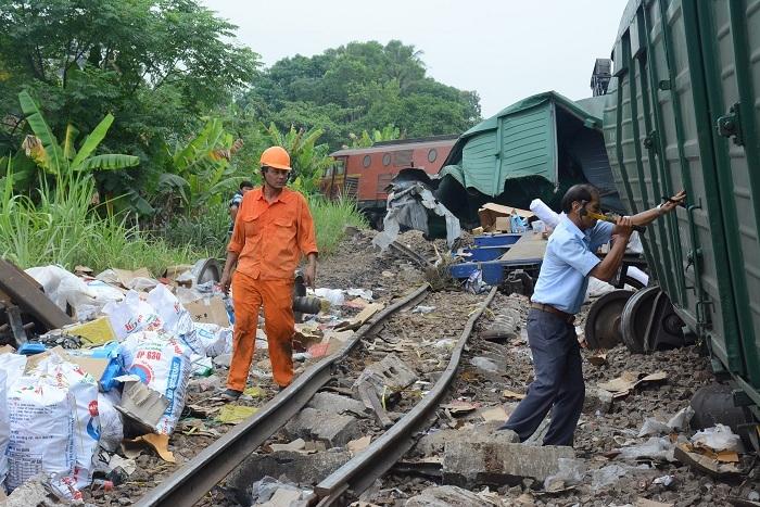 300 công nhân giải cứu hiện trường vụ hai tàu đâm nhau