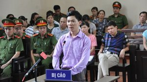 Xét xử BS Hoàng Công Lương và quyền suy đoán vô tội