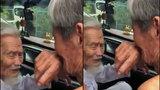 Xúc động trước cuộc hội ngộ của hai người bạn già