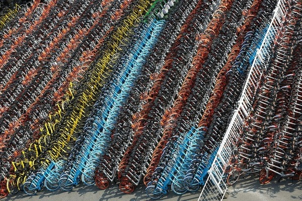 """Sốc trước hình ảnh loạt """"nghĩa địa xe đạp"""" khổng lồ rải rác khắp Trung Quốc"""