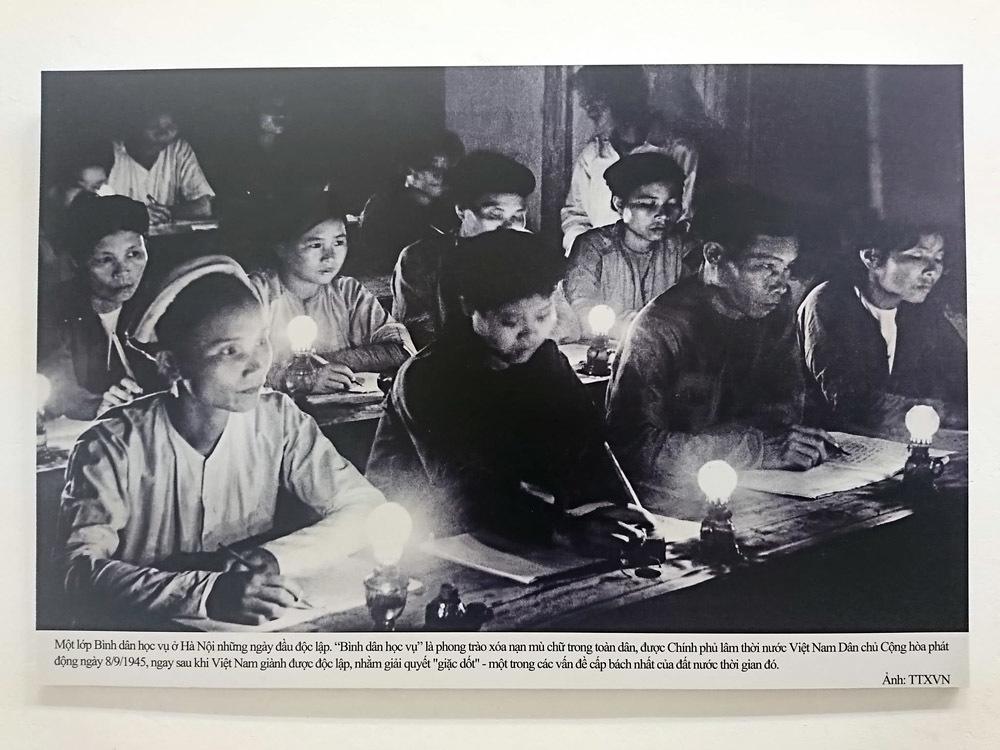 Triển lãm ảnh kỷ niệm 70 năm ngày Bác Hồ ra lời kêu gọi thi đua ái quốc