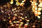 Hàng nghìn người Sài Gòn thả hoa đăng mừng lễ Phật đản