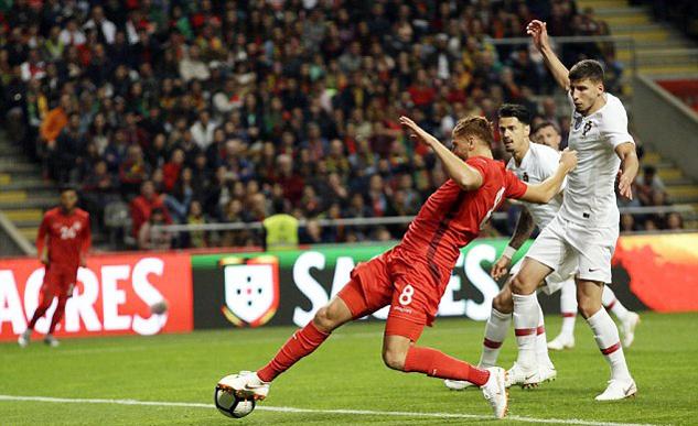 Vắng Ronaldo, Bồ Đào Nha đánh rơi chiến thắng