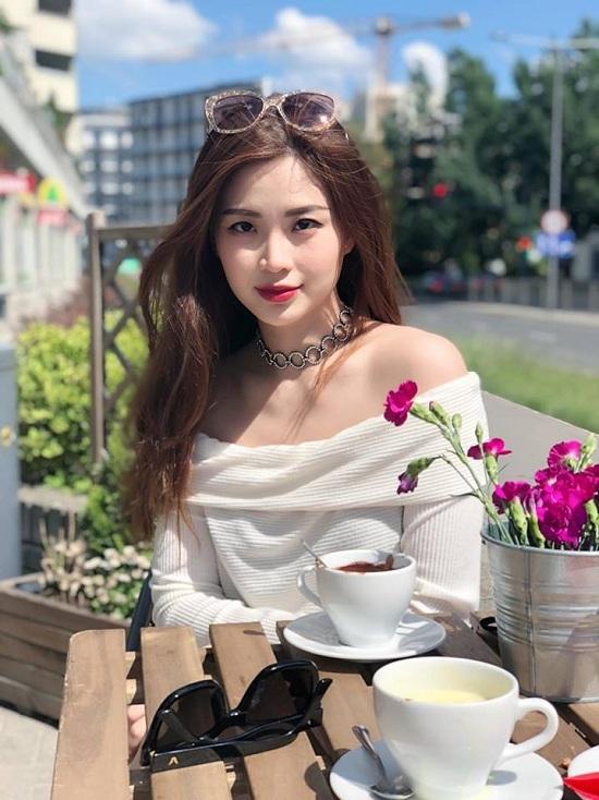 Diễn viên Việt Trinh tung ảnh quá khứ cực dễ thương
