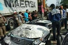 Thái Lan: Xe tải 18 bánh nghiền nát ô tô và cái kết kỳ diệu