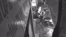 Đắp mặt nạ không nhìn thấy cướp cầm dao, nữ chủ xe SH chống trả quyết liệt