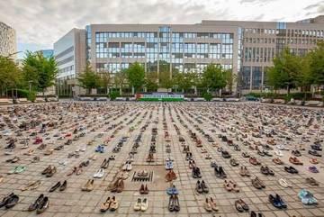 Mạng người Palestine qua hàng nghìn đôi giày cũ trước trụ sở EC